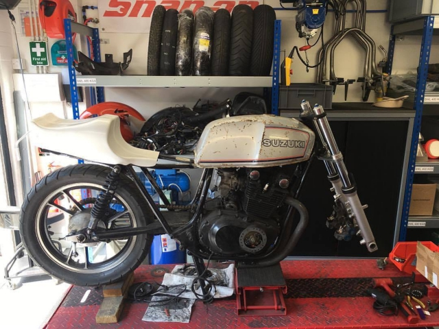 Mocking up the TR750 seat unit, GSX250 tank and R6 forks